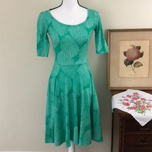 LulaRoe Nicole Pale Green Leaf Dress Sz XXS